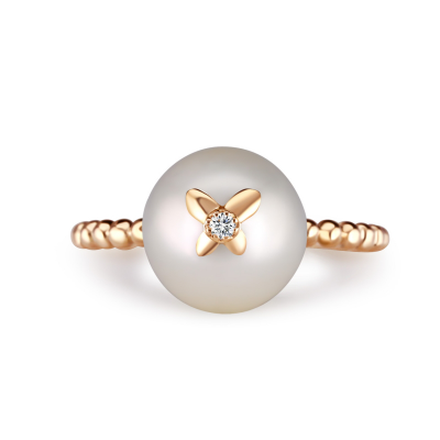 RING WITH PEARL DIAMOND