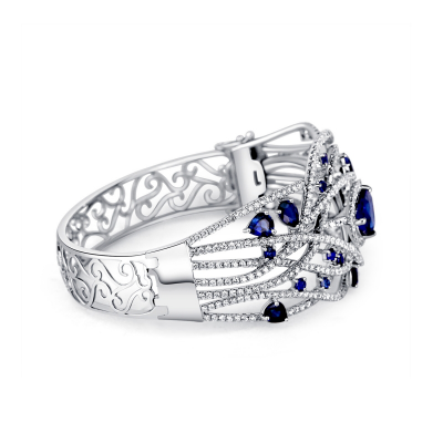 BANGLE WITH SAPPHIRE AND DIAMOND