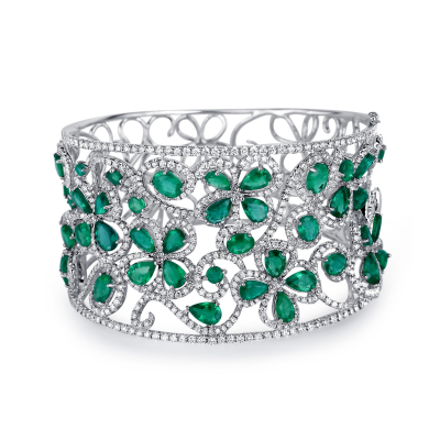 BANGLE WITH EMERALD AND DIAMOND