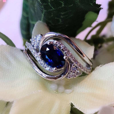 RING WITH SAPPHIRE AND DIAMOND