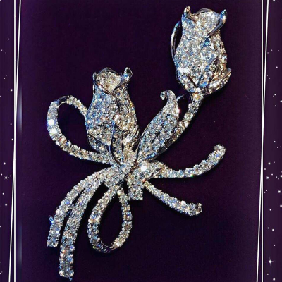 BROOCH WITH DIAMOND
